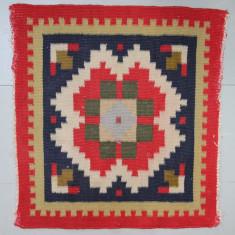 Covoras Vintage 49X46 cm, tesut cu motive traditionale; Carpeta din lana; - Covor vechi