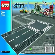LEGO® LEGO City - Stradă cu intersecţii (7280)