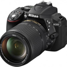 Camera foto Nikon DSLR D5300 Kit 18-140mm VR Black - DSLR Nikon, Kit (cu obiectiv), Peste 16 Mpx, Full HD