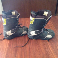 Vand Booti Atomic marimea 42 - Boots snowboard