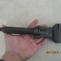 Vintage Mops-Cheie Franceza, 1.1kg - Metal/Fonta