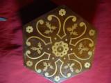 Cutie din lemn cu intarsii - Albania , h= 5,4 cm , Diagonala =16 cm