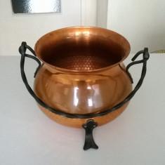 CEAUN DIN CUPRU CU MANIER SI PICIOARE DIN METAL - Metal/Fonta, Vase