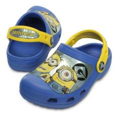Saboti pentru copii Crocs CC Minions Clog Varsity Blue (Crc201311-4FZ) - Papuci copii Crocs, Marime: 21.5, 23.5, 25.5, 27.5, Culoare: Albastru