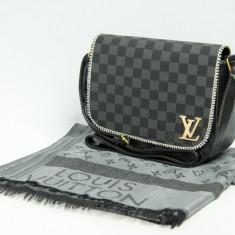 Set Geanta / Borseta de umar + Esarfa / Sal Louis Vuitton LV + Cadou Surpriza - Geanta Dama Louis Vuitton, Culoare: Din imagine, Marime: One size, Asemanator piele