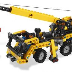 LEGO 8067 Mini Mobile Crane - LEGO Classic