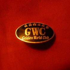 Insigna sportiva GWC - Golden World Club, metal si email - Insigna fotbal