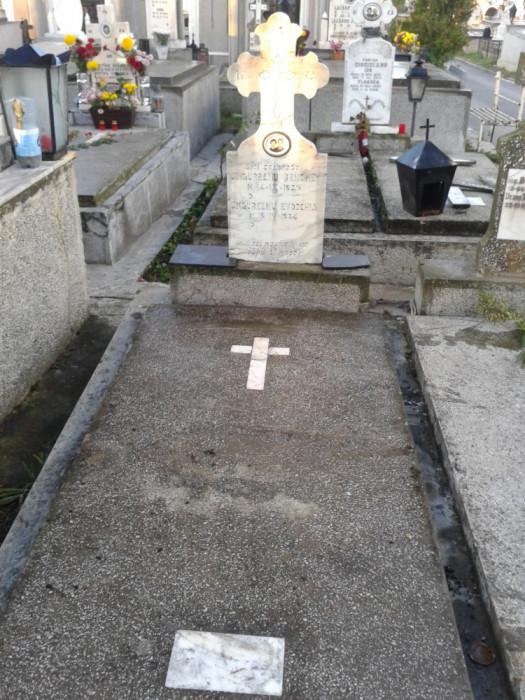 Vand loc de veci Cimitir Sf. Gheorghe Pitești foto mare