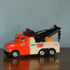 Macheta Masinuta Hot Wheels tractare, metal si plastic, KinToy, 12x5x4.5cm