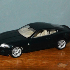 Macheta masina / Masinuta Hot Wheels de metal Welly Jaguar XK Coupe Scara 1/24, verde