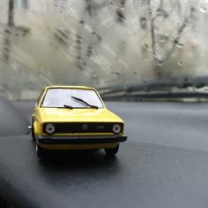 Macheta VW Golf l de pise - Macheta auto UM, 1:43