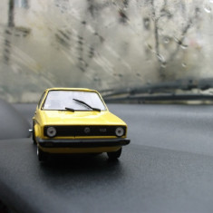 Macheta VW Golf l de pise - Macheta auto UM, 1:43