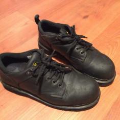 Pantofi Dr. Martens Industrial, cu bot de metal - Negri - Marimea 43EU - Bocanci barbati Dr. Martens, Culoare: Negru