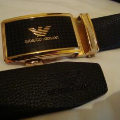Curea G A negru pentru pantaloni, blugi, cu catarama metalica cu cadran auriu - Curea Barbati Giorgio Armani, Marime: Marime universala, curea si catarama