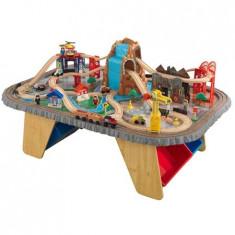 Trenulet Kidkraft din lemn Waterfall Junction si masa de joaca