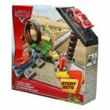 Jucarie Pista Cars Sari si concureaza Jump and Race CDW68 Mattel
