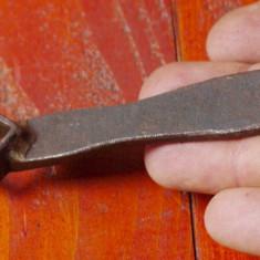 Scule / unelte ---- veche cheie patrata !!!! - Metal/Fonta