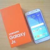Samsung Galaxy J5 dual sim 2015 nou + folie sticla / alb / negru