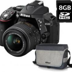 Kit aparat foto Nikon D5300 (AF-P 18-55 VR), negru +geanta Nikon + card 8GB SD, 3 ani garantie body - DSLR Nikon, Kit (cu obiectiv), Peste 16 Mpx, Full HD
