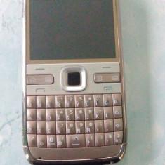Vand Nokia E72 GOLD Edition - Telefon mobil Nokia E72, Auriu, Neblocat