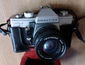 APARAT FOTO VINTAGE CU FILM PRAKTICA ,CU HUSA ORIGINALA   -OBIECTIV SUPERANGULAR