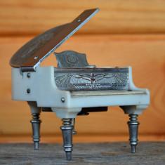 Bricheta rara Prince, reprezentand un pian - Made in Occupied Japan - Bricheta de colectie, Cu benzina