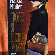 Carte - Trofee si lucruri moarte - Marcia Muller (Editura RAO 1993) #373 - Roman