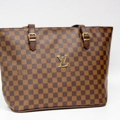 Geanta / Poseta de umar sau mana Louis Vuitton LV + Cadou Surpriza - Geanta Dama Louis Vuitton, Culoare: Maro, Negru, Marime: One size, Asemanator piele