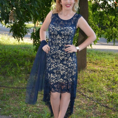 Rochie moderna cu trena, culoare bleumarin, din dantela fina - Rochie de seara
