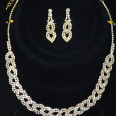 Set bijuterii de ocazie, culoare aurie cu design de impletitura