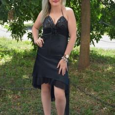 Rochie neagra din saten cu paiete la bust si trena in spate - Rochie de seara