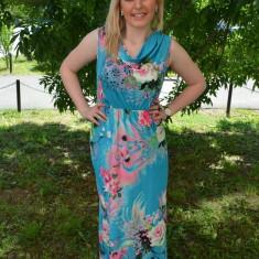 Rochie tinereasca cu imprimeu multicolor pe fond albastru - Rochie de zi