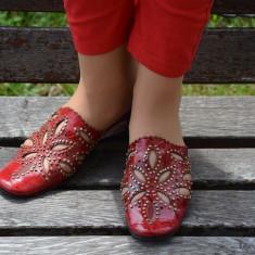 Papuc de dama, piele naturala visinie, decupaj cu aspect floral - Papuci dama