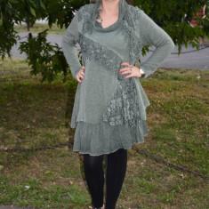 Rochie scurta, moderna, de culoare verde inchis, cu dantela - Rochie tricotate, Marime: 44