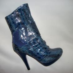 Botina femei, de culoare bleumarin, cu toc 11 cm - Botine dama
