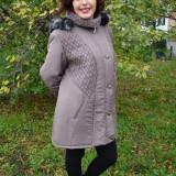 Jacheta de toamna-iarna, de culoare nisipie, cu gluga detasabila
