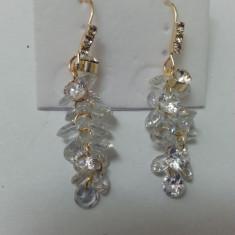 Cercei lungi, din cristale semipretioase argintii, albastre, aurii - Cercei Fashion
