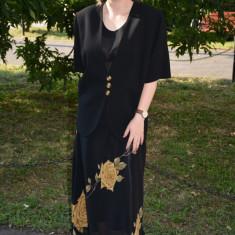 Costum femei de ocazie, pe fond negru cu motive florale maro - Costum dama