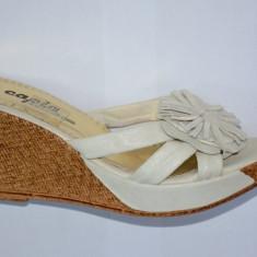 Papuc de dama cu talpa tip pana de inaltime medie, nuanta alba - Papuci dama