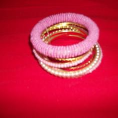 Set de bratari, din siraguri aurii, margele si perle - Bratara din margele