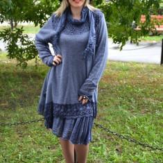 Rochie lejera de iarna, culoare bleumarin, cu insertii de dantela - Rochie tricotate