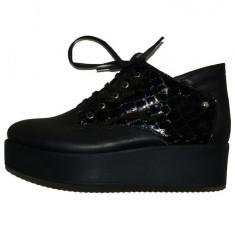 Pantofi cool, de culoare negru cu platforma - Ghete dama