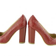 Pantof cu toc gros si model de piele de reptila, de culoare rosie - Pantof dama