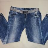 Pantalon modern de blug, de culoare albastru indigo, cu model - Pantaloni barbati