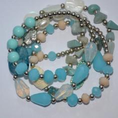 Bratara fashion de culoare turcoaz cu margele si cristale fine - Bratara din margele