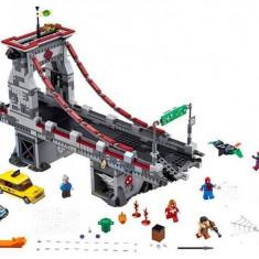 LEGO® LEGO® Super Heroes Omul Paianjen Lupta suprema de pe pod 76057