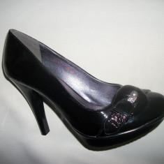 Pantof cu toc inalt si platforma in fata, negru lucios, eleganti - Pantof dama