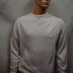 Pulover barbatesc, de culoare crem, cu design simplu si clasic - Pulover barbati