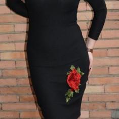 Rochie eleganta de culoare neagra cu flori brodate aplicate - Rochie de seara