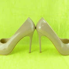 Pantof elegant cu toc inalt, de culoare bej, cu platforma ascunsa - Pantof dama